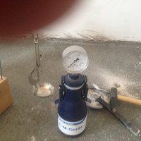 Montaggio-Parquet-Massello-Iroko-massetto-con-crepe-preparazione-del-fondo