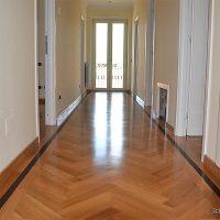 Parquet-in-Legno-Massello-Rovere-con-cornice-laterale-montaggio-levigatura-orlandi-parquet-roma