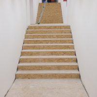 Pavimentazione-Rovere-Auditorium-preparazione-scala-di-accesso-all-auditorium