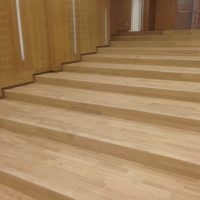 Pavimentazione-Rovere-Auditorium-posa-ultimata-levigatura-effettuata-in-fase-di-lucidatura-ad-olio