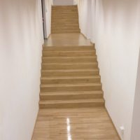 posa-parquet-Scala-di-accesso-all-auditorium-ultimata-con-essenza-rovere-roma