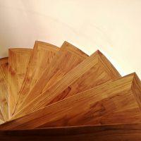 Pavimentazione-e-Rivestimento-Scala-in-Listoni-Teak-sostituzione-porzioni-danneggiate-levigatura-lucidatura